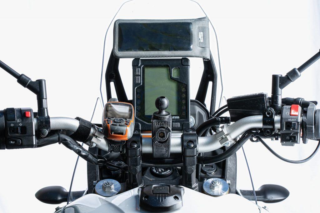 Handyhalterungen am Motorrad.