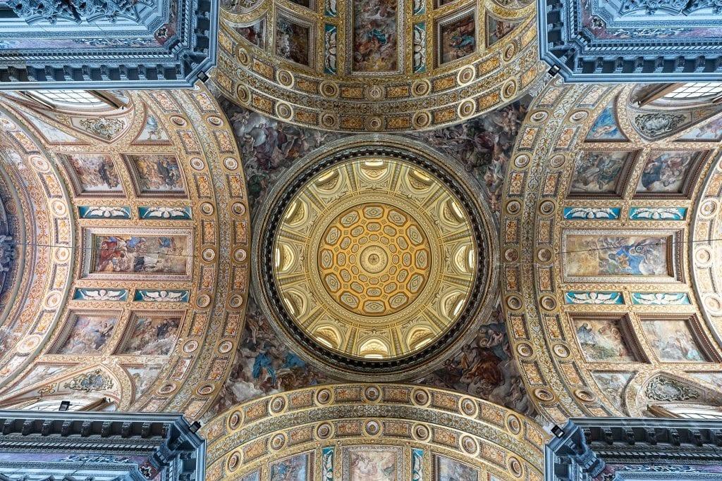 Scheinkuppel der Jesuitenkirche Gesú Nuovo in Neapel.