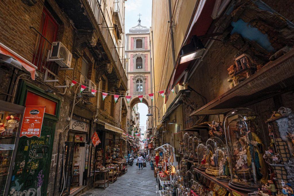 Via San Gregorio Armeno in Neapel.