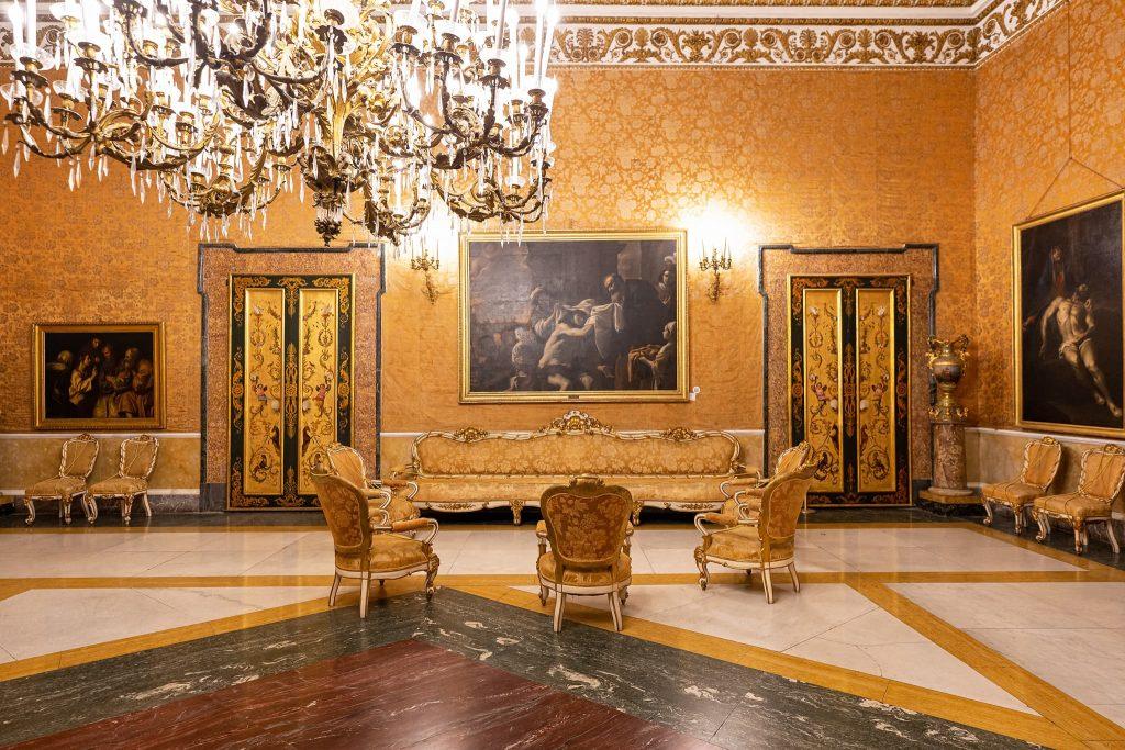 Gelber Salon im Königspalast Neapel.